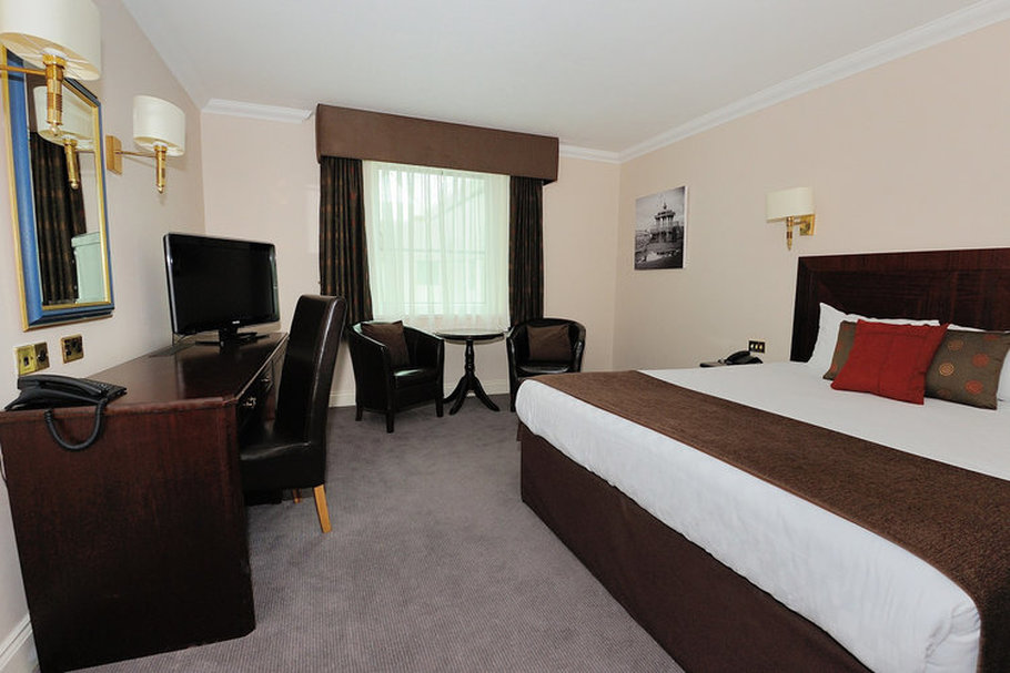 image showing Jurys Inn Brighton waterfront bedroom